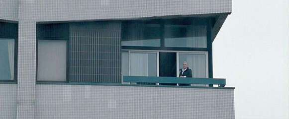 10764_03_QuantumofSolace_Apartment_01.jpg