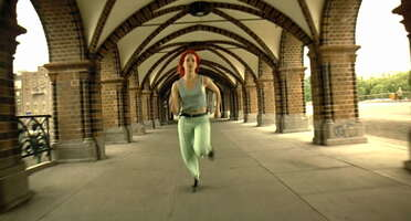2223_run lola run_oberbaum bridge_1.jpg