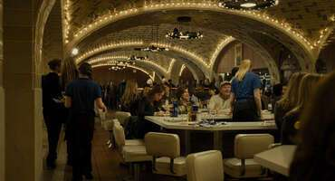 2316_the girl on the train_grand central oyster bar _ restaurant_3.jpg