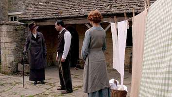33907_26_DowntonAbbey_CoggesManorFarm_02.jpg