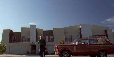 1396_20_BreakingBad_Appartment_01.jpg