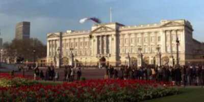 36669_04_DieAnotherDay_BuckinghamPalace_01.png