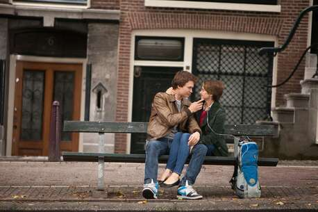 Still 222935_01_TheFaultinOurStars_Bench_01.jpg