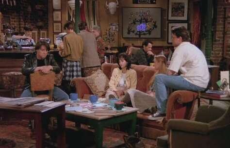 Still 1668_02_Friends_WarnerBrosStudio_01.jpg
