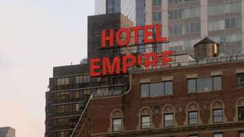 Media 1395_11_GossipGirl_EmpireHotel_02.jpg