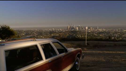 Still 1421_04_ModernFamily_GriffithPark_01.png