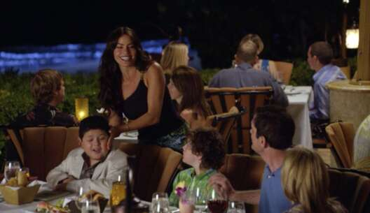 Still 1421_07_ModernFamily_FourSeasons_04.png