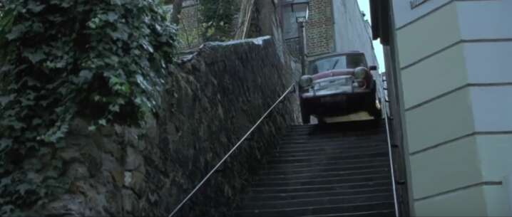 Still 2577_the bourne identity_passage plantin (stairs)_1.png