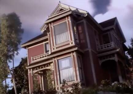 Still 2621_charmed_carroll avenue_2.png
