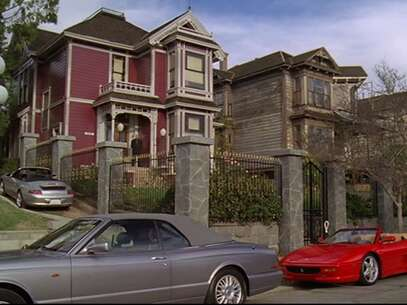 Still 2621_charmed_carroll avenue_3.png