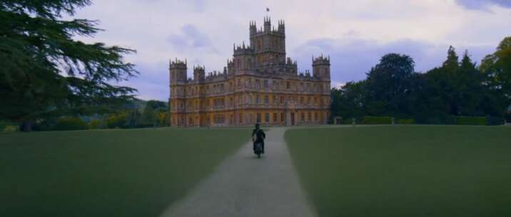 Still 2821_downton abbey_highclere castle_2.jpg