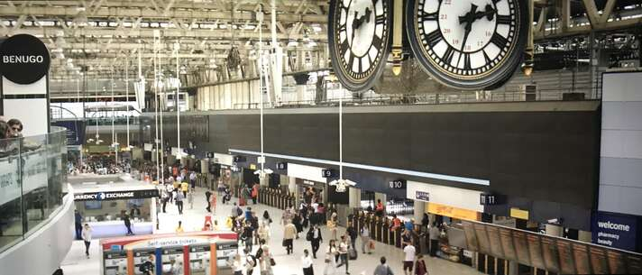 Still l-2987_juliet, naked_waterloo station_0.jpg
