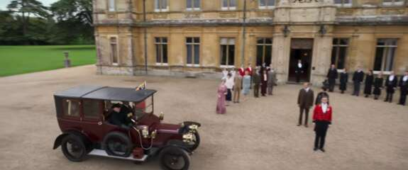 Still 3380_downton abbey_highclere castle_0.png