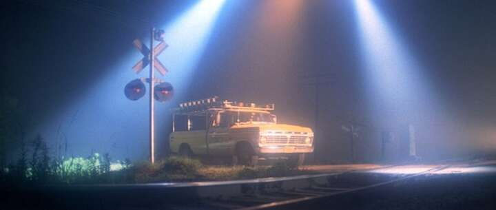 Still 3962_close encounters of the third kind_railroad crossing_1.jpg