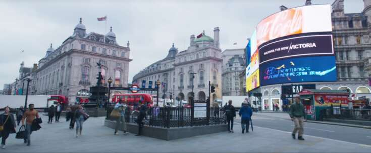 Still 3971_demain tout commence_piccadilly circus_2.png