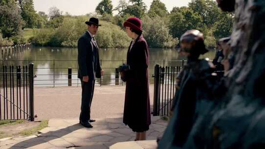 Still 33907_49_DowntonAbbey_HydePark PeterPanStatue_01.jpg