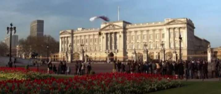Still 36669_04_DieAnotherDay_BuckinghamPalace_01.png