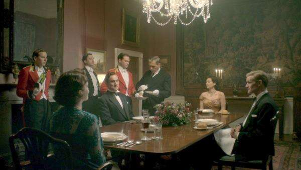 65494_50_TheCrown_ClarenceHouse_The%20Dining%20Room_01.jpg